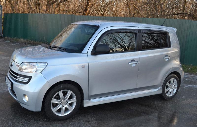 Субкомпактвэн Toyota bB