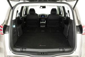 Большой багажник при сложенных сиденьях Ford S-MAX