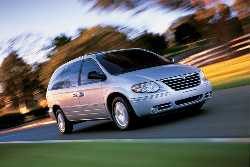chrysler-town-country-11-thumb