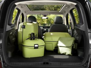 Размещение вещей в багажнике Citroen C3 Picasso