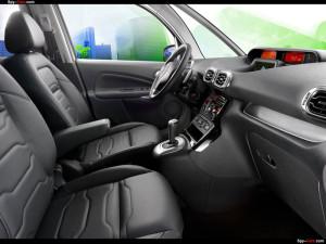 Первый ряд в автомобиле Citroen C3 Picasso