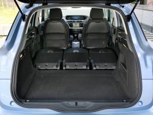 Багажное отделение и сложенный задний ряд в Citroen C4 Picasso