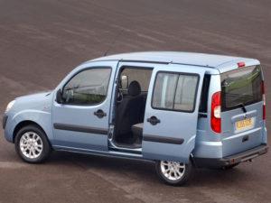 Fiat Doblo - раздвигающаюся пассажирская дверь