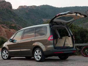 Открытый багажник Ford Galaxy