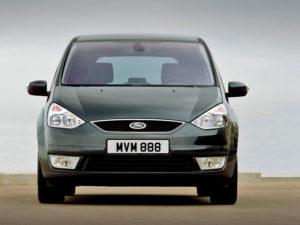 Ford Galaxy - вид спереди