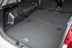 Полностью сложенные сиденья и огромный багажник