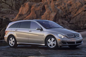 Mercedes-Benz R-Class - вид сбоку