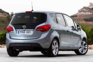 Opel Meriva - вид сзади