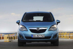 Opel Meriva - вид спереди