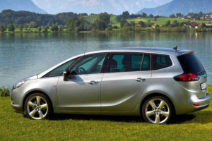 Opel Zafira - вид сбоку