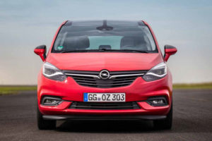 Opel Zafira - вид спереди