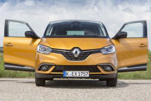 Renault Scenic - вид спереди