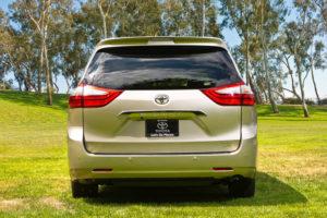 Toyota Sienna - вид сзади