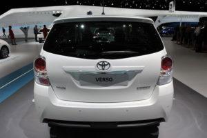 Toyota Verso - вид сзади