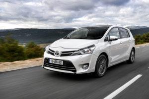 Toyota Verso на трассе в движении
