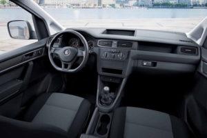 Водительское месть - руль и приборная панель