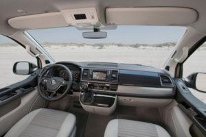 Руль и приборная панель - место водителя
