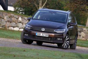 Volkswagen Touran - вид спереди