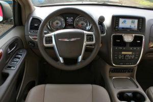 Руль в минивэне Chrysler Voyager