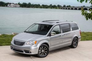 Chrysler Voyager в природном пейзаже