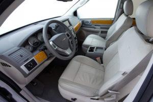 Первый ряд в автомобиле Chrysler Voyager