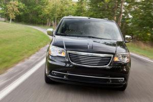 Chrysler Voyager на дороге