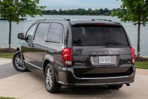 Dodge Grand Caravan - вид сзади