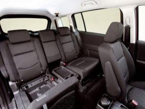 В салоне минивэна Mazda 5