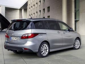 Mazda 5 - вид сзади