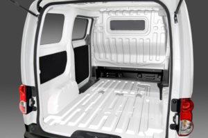 Внутри фургона Nissan NV200
