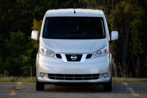 Nissan NV200 - вид спериди