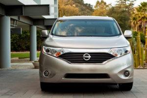 Nissan Quest - вид спереди