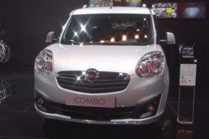 Opel Combo - вид спереди