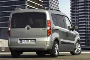 Opel Combo - вид сзади
