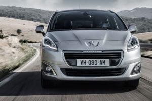 Peugeot 5008 - вид спереди