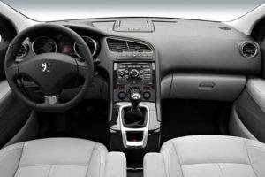 Водительское место Peugeot 5008