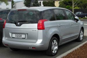 Peugeot 5008 - вид сзади