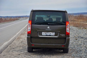 Peugeot Expert Tepee - вид сзади