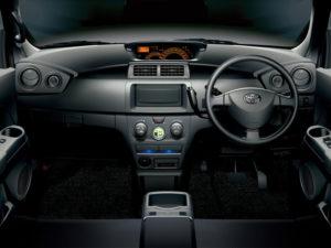 Праворульная Toyota bB - место водителя