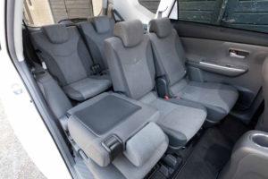 В салоне Toyota Prius+