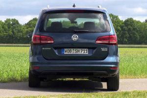 Volkswagen Sharan - вид сзади